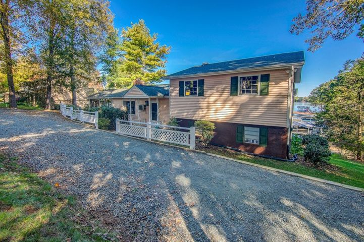 30 River Creek CIR, Wirtz, VA 24184