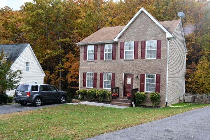 1916 Connors CT, Salem, VA 24153