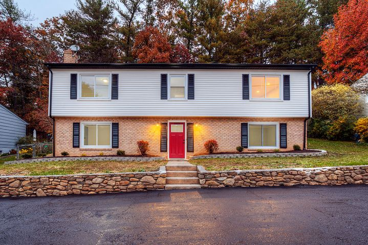 5822 Merriman RD, Roanoke, VA 24018