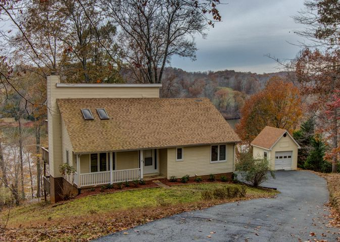 304 Woodlake DR, Goodview, VA 24095