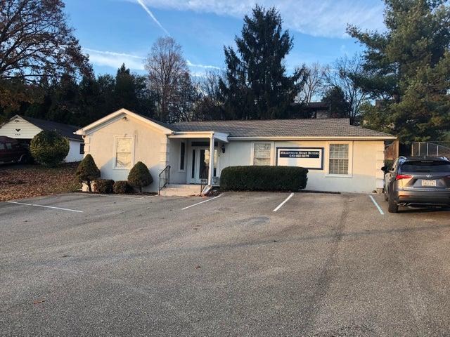 1028 E Washington AVE, Vinton, VA 24179