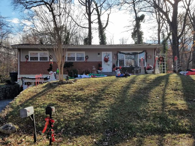 5068 Youngwood DR NW, Roanoke, VA 24017