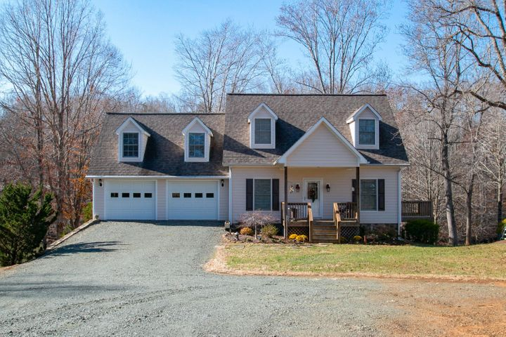 4 Grace LN, Union Hall, VA 24176