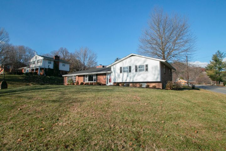 3101 Longhorn RD, Roanoke, VA 24018