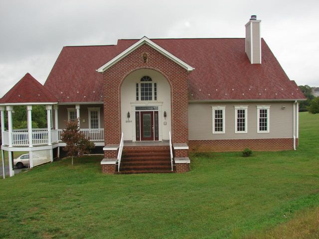 2001 Mountain View RD, Vinton, VA 24179