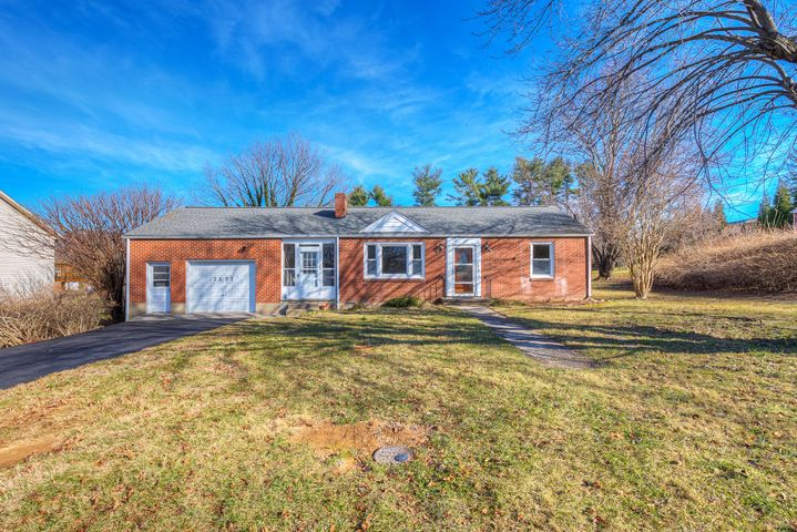 7377 Chester DR, Roanoke, VA 24019