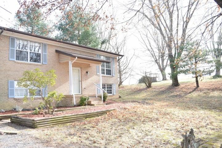 202 Rolling Hills DR, Christiansburg, VA 24073