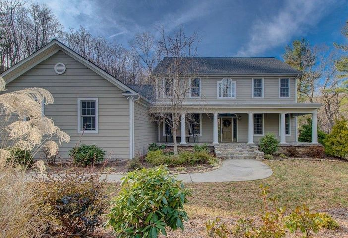 5717 Lost View LN, Roanoke, VA 24018