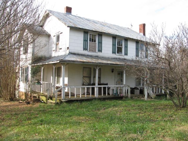Good hunting cabin--possibly restorable for a country home