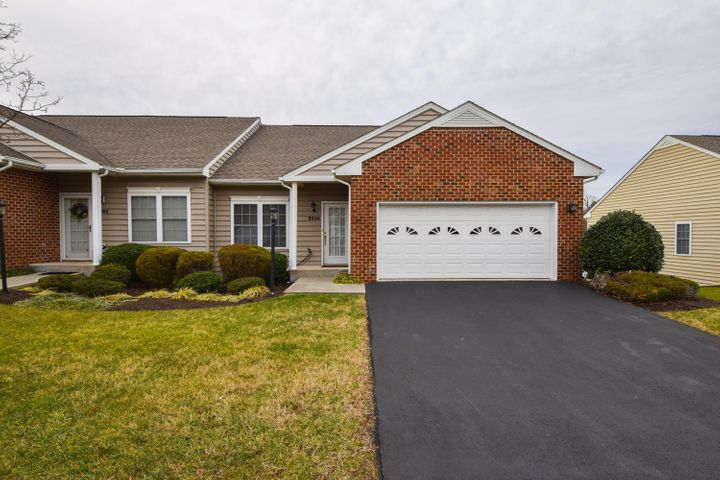 5506 South Village DR, Roanoke, VA 24018