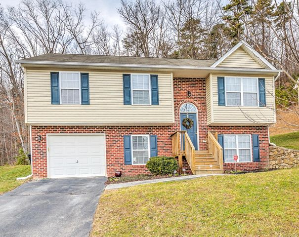 1936 Connors CT, Salem, VA 24153