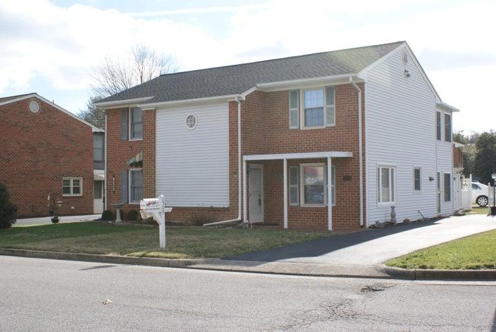 1300 Parkdale Manor DR, Salem, VA 24153