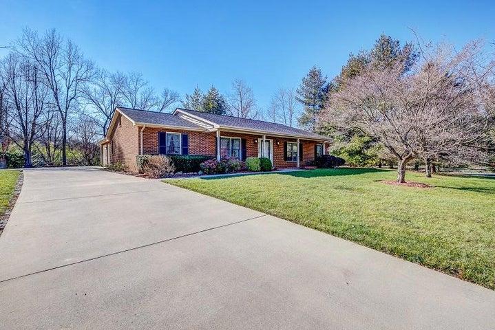 3180 Garst Cabin DR, Roanoke, VA 24018