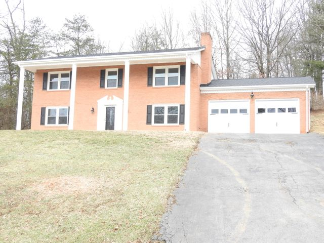 25 Almond CIR, Blue Ridge, VA 24064