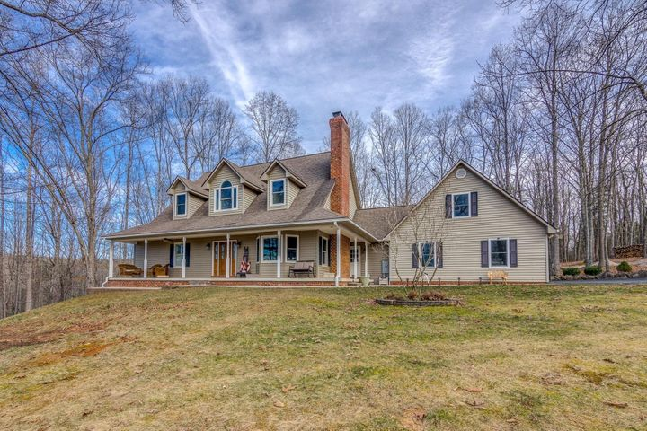 on 20 mostly wooded acres-Horses permitted