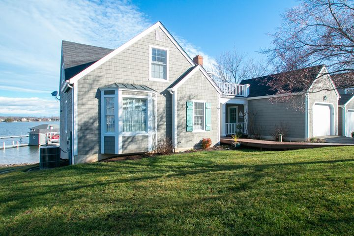 130 Cottage LN, Moneta, VA 24121