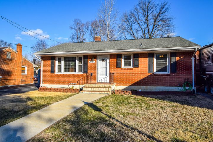 4915 Desi RD NW, Roanoke, VA 24017