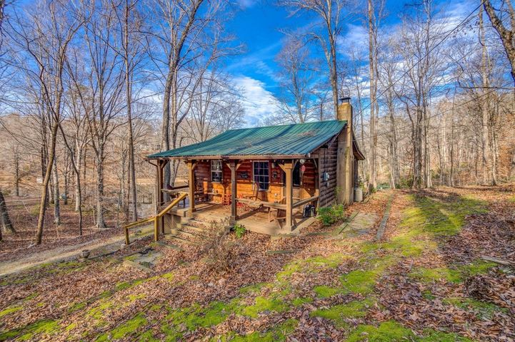 400 SMITH RD, Glade Hill, VA 24092