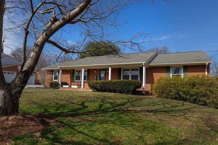 275 Knollwood DR, Troutville, VA 24175