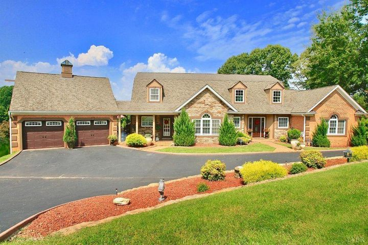 308 Eastwind DR, Forest, VA 24551