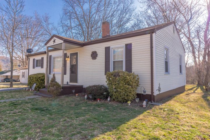 3983 Ridge DR. Salem, VA 24153