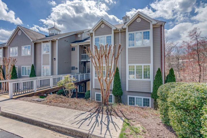 300 S Pointe Shore DR, 408, Moneta, VA 24121