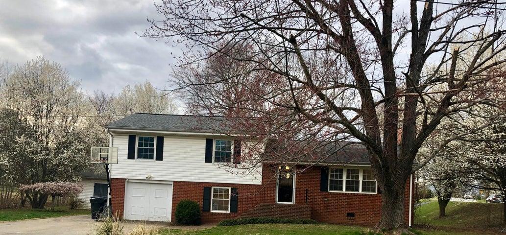 5701 Pine Acres LN, Roanoke, VA 24018