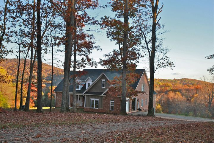 313 Hidden Meadows LN, Rocky Mount, VA 24151