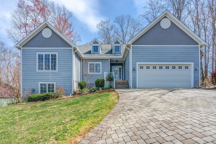 100 WATERSIDE DR, Moneta, VA 24121