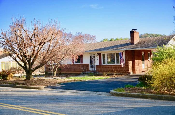 5514 Castle Rock RD, Roanoke, VA 24018