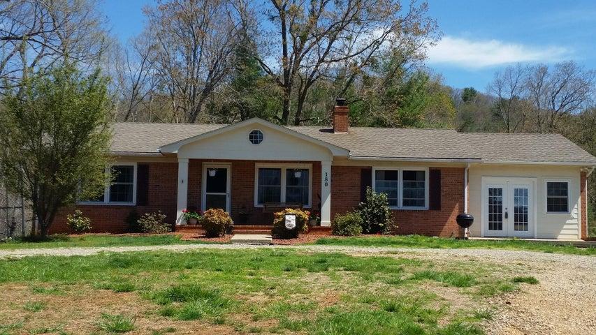 180 Den Tree LN, Callaway, VA 24067