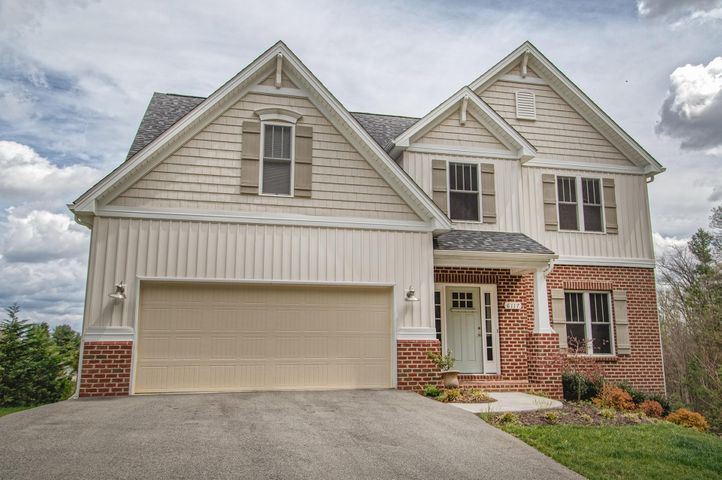 6117 Castle View CT, Roanoke, VA 24018
