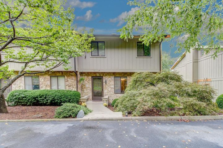 3379 Kelly LN, Roanoke, VA 24018