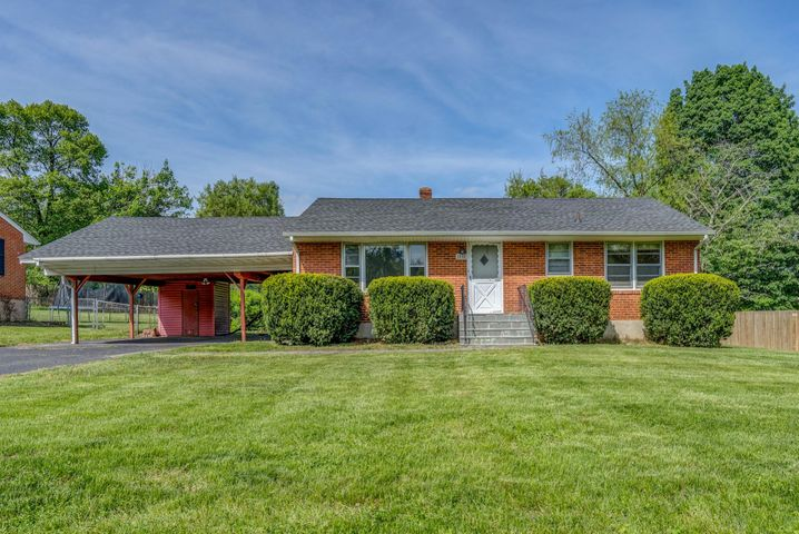 3840 Green Valley DR, Roanoke, VA 24018