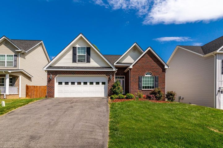 4353 Faircrest LN, Roanoke, VA 24018