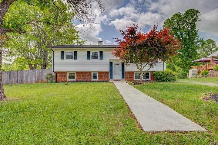 5532 Green Meadow RD, Roanoke, VA 24018