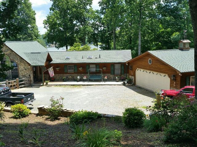 74 Star Lake RD, Union Hall, VA 24176
