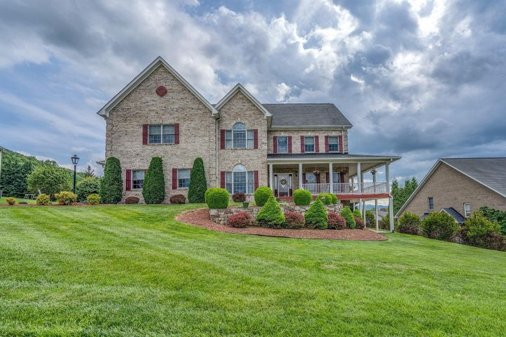 370 Stoneledge DR, Roanoke, VA 24019