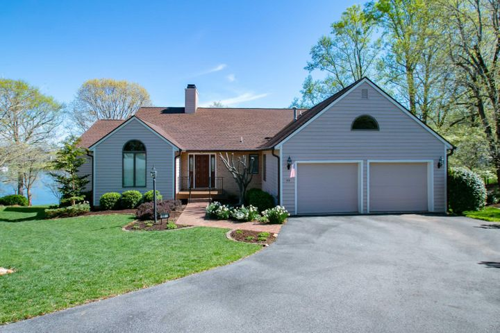 55 Harbor View CIR, Penhook, VA 24137