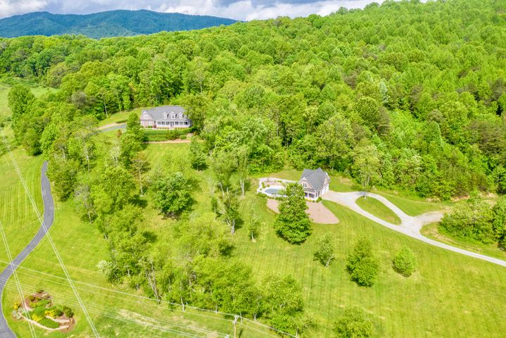 5665 BLACKSBURG RD, Catawba, VA 24070