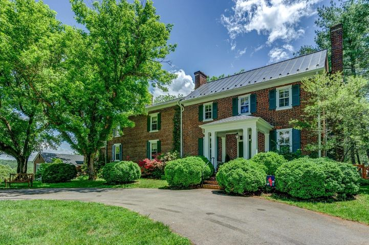 7798 Starlight LN, Boones Mill, VA 24065