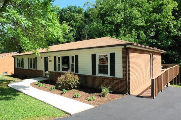 5570 Cynthia DR, Roanoke, VA 24018