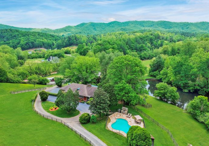 Gorgeous equestrian estate tucked into the Blue Ridge Mountains