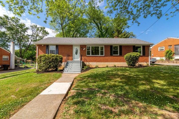 7066 Brookview RD, Roanoke, VA 24019