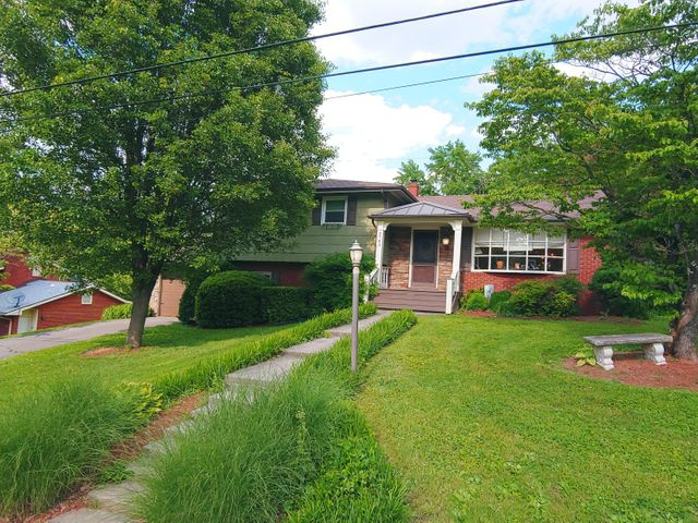 Beautifully Maintained 4 Bedroom