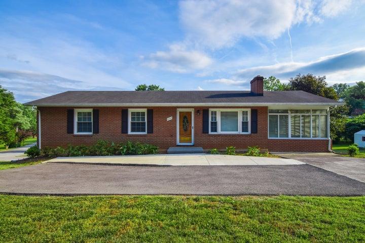 5504 Castle Rock RD, Roanoke, VA 24018