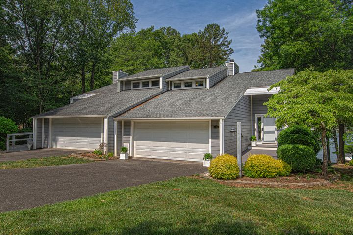 470 Anchor DR, B, Moneta, VA 24121