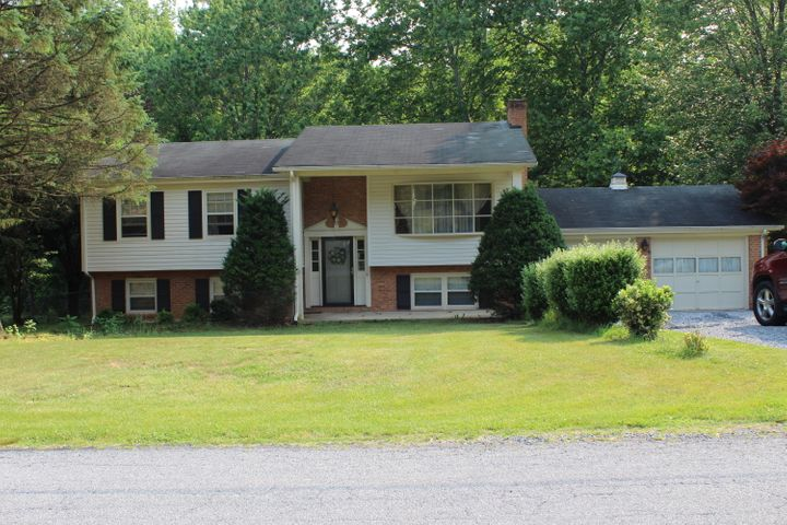 287 Longwood LN, Blue Ridge, VA 24064