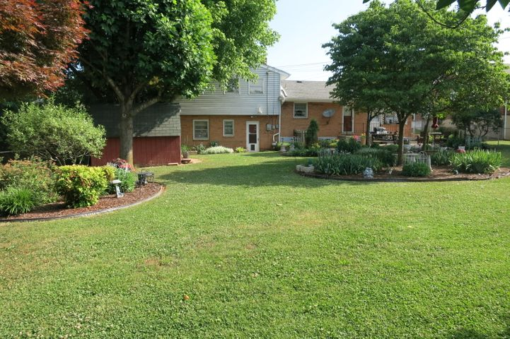 115 Frontier RD NE, Roanoke, VA 24012