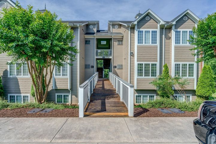 300 S Pointe Shore DR, 407, Moneta, VA 24121